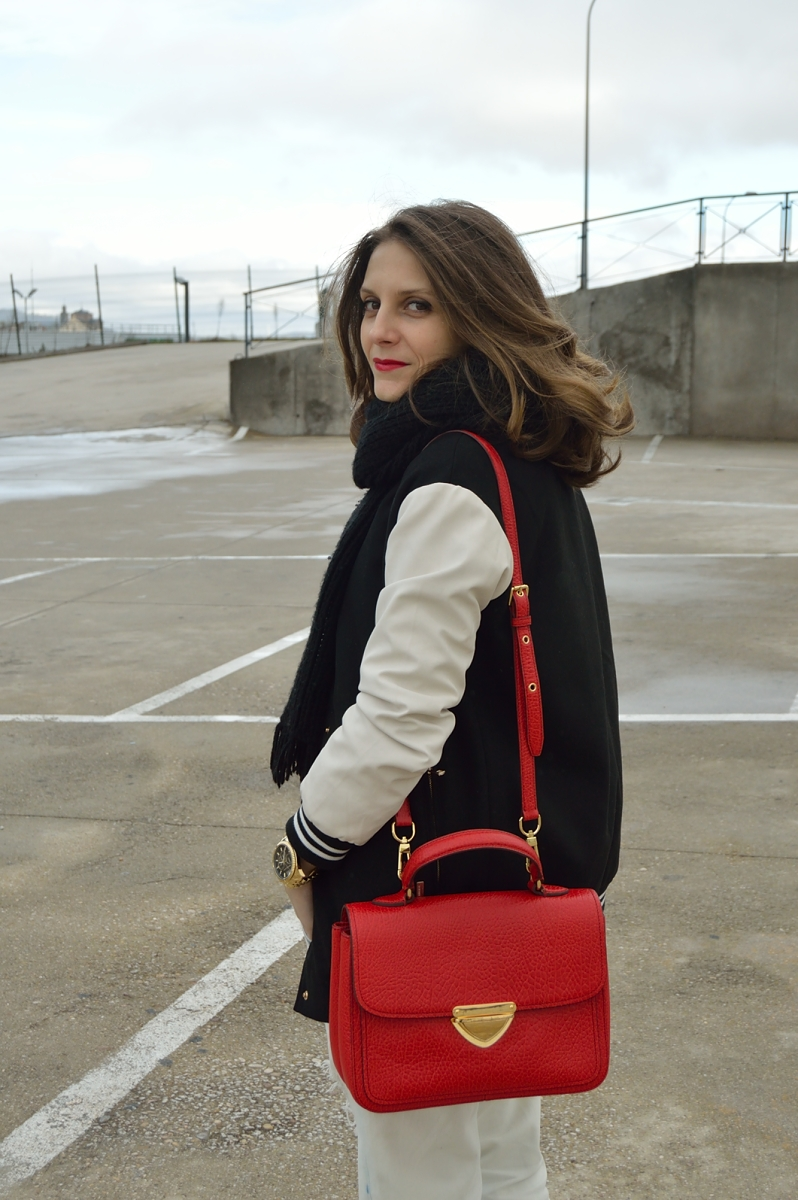 lara-vazquez-madlula-blog-fashion-red-bag-bomber-boyfriend-jeans