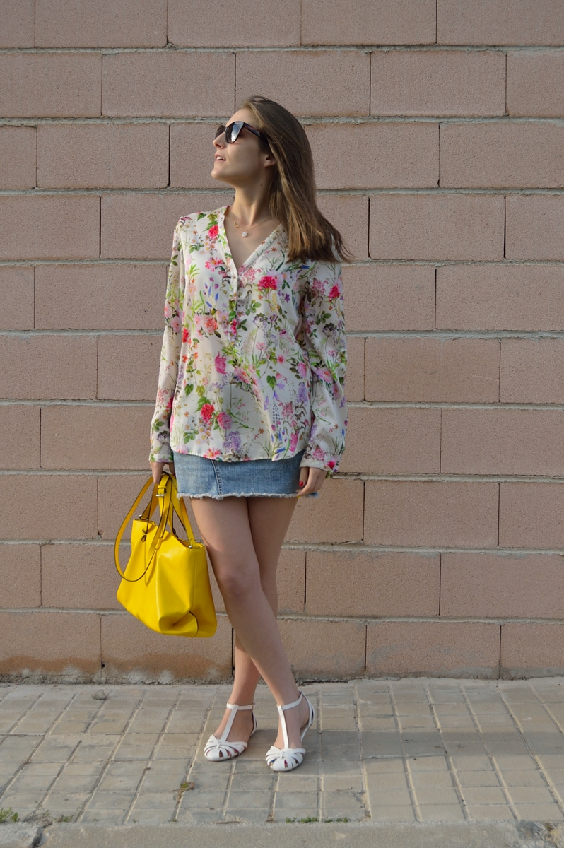 lara-vazquez-madlulablog-easy-chic-yellow-flowers-denim