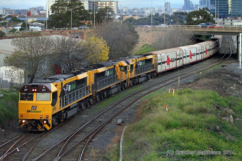 LDP005-LDP006-LDP004 with 7MB7 Aurizon freight to Brisbane at West Footscray (5/7/2014) by Bradley Matthews