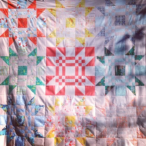 It is a pretty quilt top, even if it IS super hard to photograph it!!  #dangoldsunshine #redletteraustralia