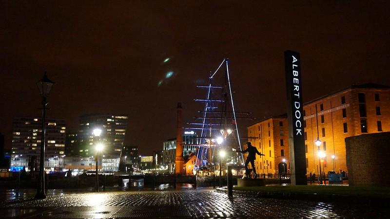 Liverpool: A Walk In City, Cheshire Oaks & Albert Dock