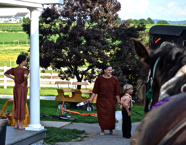 Amish Family - Amish Tour - Lancaster County PA