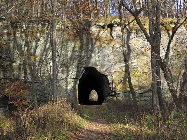 Interurban railway tunnel through Black Hand Sandstone (Black Hand Gorge, Ohio, USA) 1