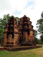 10th-century towers of Preah Einkosei