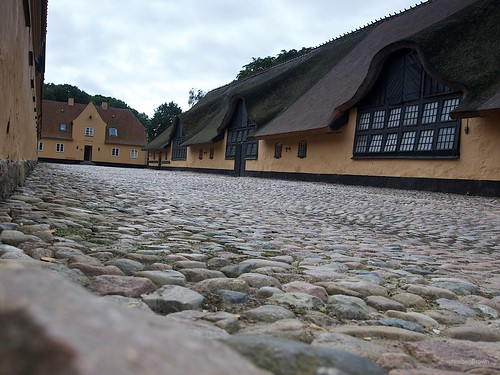 Cobblestones and windows Grønnessgard