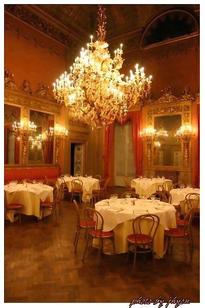 1108878293_晚餐的地方,昔日王宮改造的