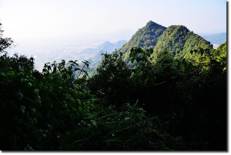 金字圓山南面好漢坡西南眺旗尾山尾稜