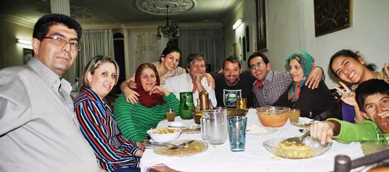 68 Cena española en familia en Shiraz (1)