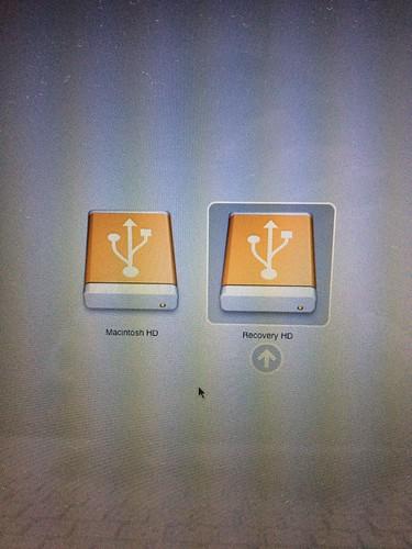 内蔵ディスク(SSD)はRecovery HDとして見えているのでRecovery HDを選択