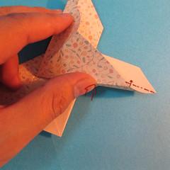 วิธีพับกระดาษเป็นผีเสื้อหางแฉก 030