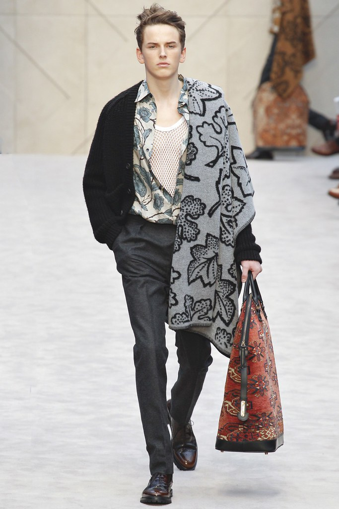 FW14 London Burberry Prorsum033_Merlin Watts(VOGUE)