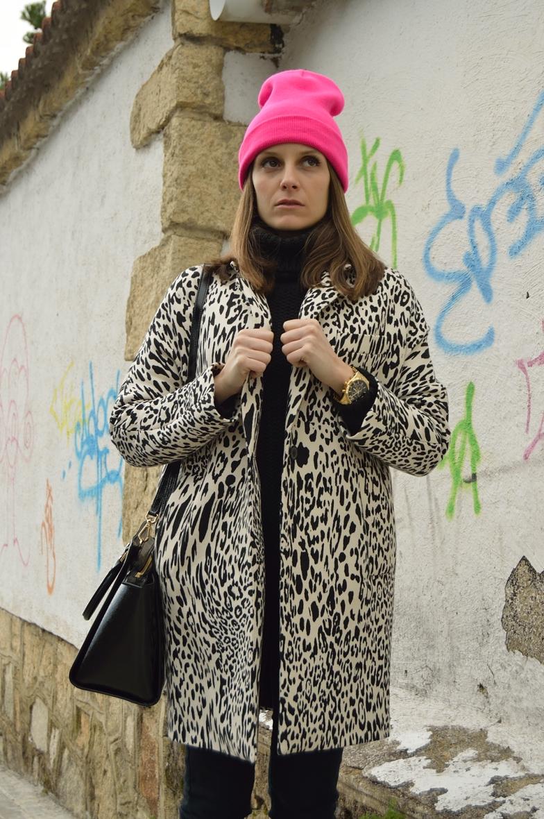 lara-vazquez-madlula-blog-fashion-pop-of-pink-leopard-coat