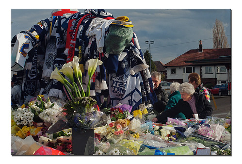 Sunday #RIPSirTom Finney sculpture decked in scarves & surrounded by wreathes #Deepdale #Preston #NorthEnd #PNE #PNEFC