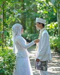 Simple love. Simple photo. Love this photo 💝  Indonesian Javanese Muslim wedding photo for @zwitenia & @levioz at Kebumen Jawa Tengah. Foto wedding by @poetrafoto, http://wedding.poetrafoto.com  Follow IG: @poetrafoto for more pre+wedding photo