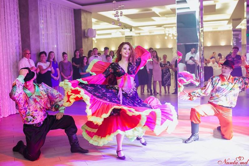 Dansatori Profesionişti la Nunţi şi Cumătrii ARTaDance > Foto din galeria `Principala`