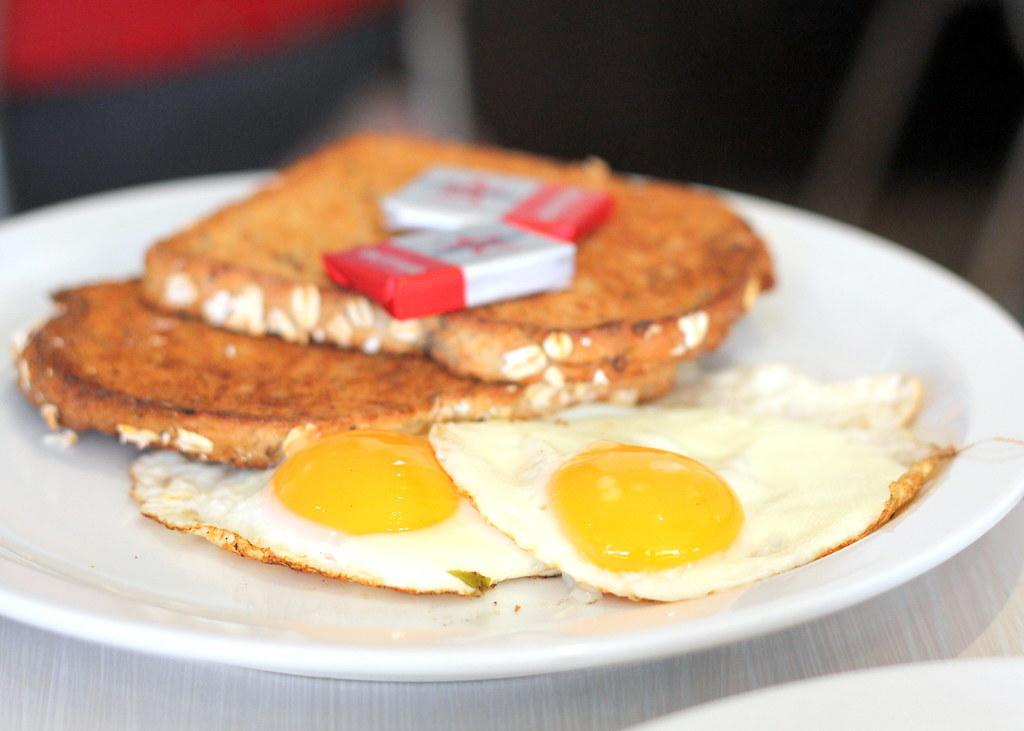 toast-cafe-fried-eggs-with-toast
