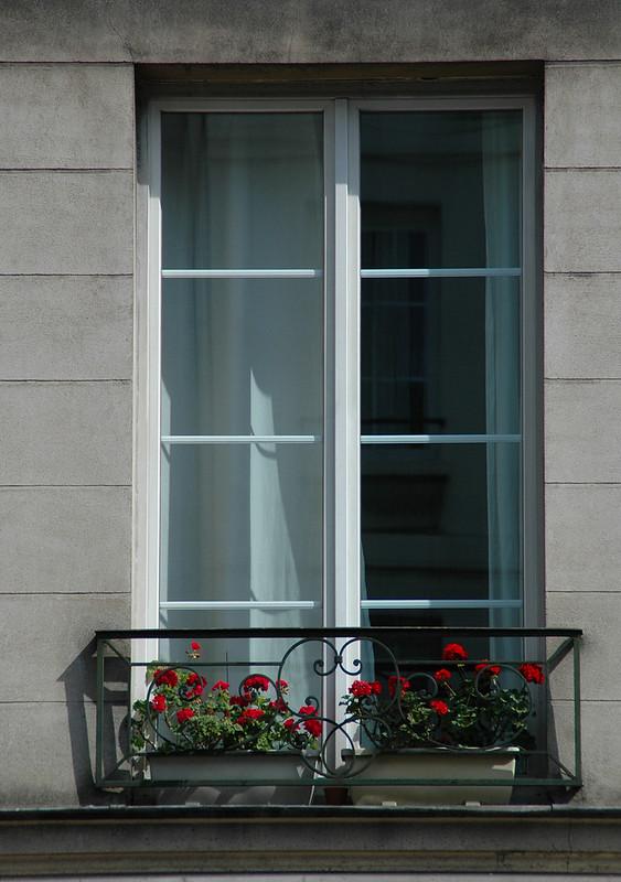 Paris and beyond fen tre dans le marais for Buer dans les fenetre