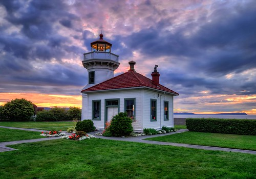 hdr mukilteolighthouse pacificcoastlighthouses canonrebelxsi fresnatic pacificnorthwestsummer washingtonstatelighthousespugetsoundlighthousessunset