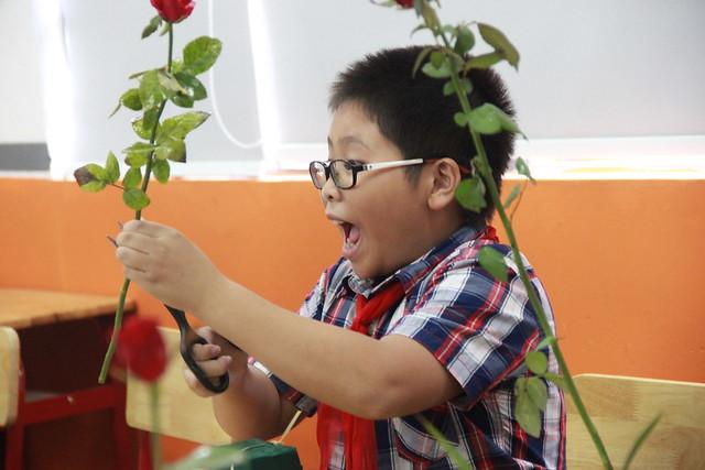 Tuấn Anh học cắm hoa