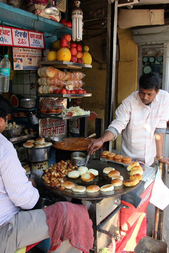 Hira Lal Chaat Wala - the place to get kulle chaat