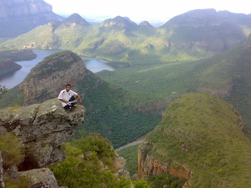 mountains nature water river southafrica canyon naturalbeauty mpumalanga blyderivercanyon greencanyon blyderiver 3rondavels