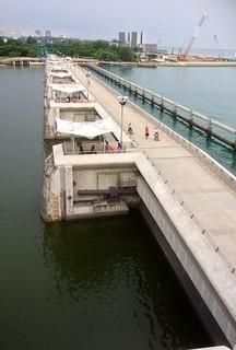 Marina Barrage की छवि. marinabridge