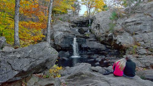 statepark autumn waterfall rocks connecticut easthaddam devilshopyard lovingcouple chapmanfalls
