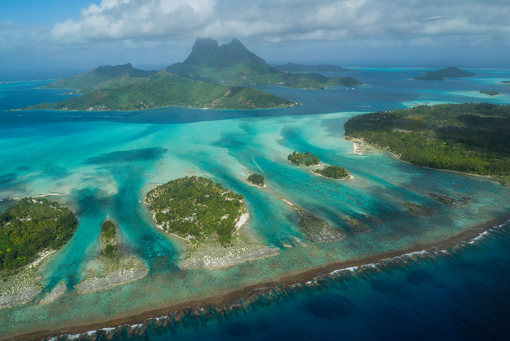 BORA BORA - helicopter air flight