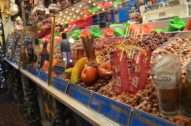 Wiesbaden Sternschnuppenmarkt candied almonds