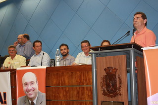 O deputado Paulinho da Força discursa para as cerca de quinhentas pessoas presentes ao evento