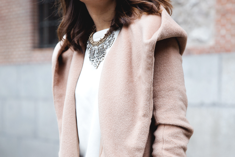 Nude_Coat-Ripped_Jeans-White-Street_Style-Outfit-Collage_Vintage-32