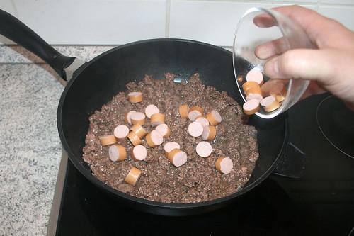 24 - Würstchen hinzufügen / Add sausages