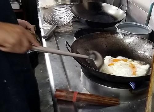 14 ביצים שלמות לפני הקשקוש