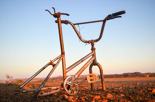 Vélo perdu dans le désert