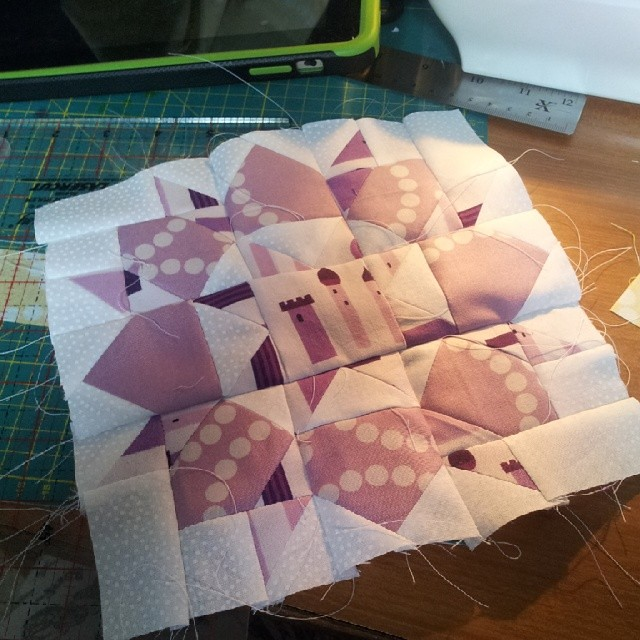 Finally getting around to doing my samples for #fatquarterlyretreat yay. First one done and by golly dont I want to keep it! #swoonquilt #quilting #quilt #lizzyhouse #swoon #swoonblock #mini #miniquilt