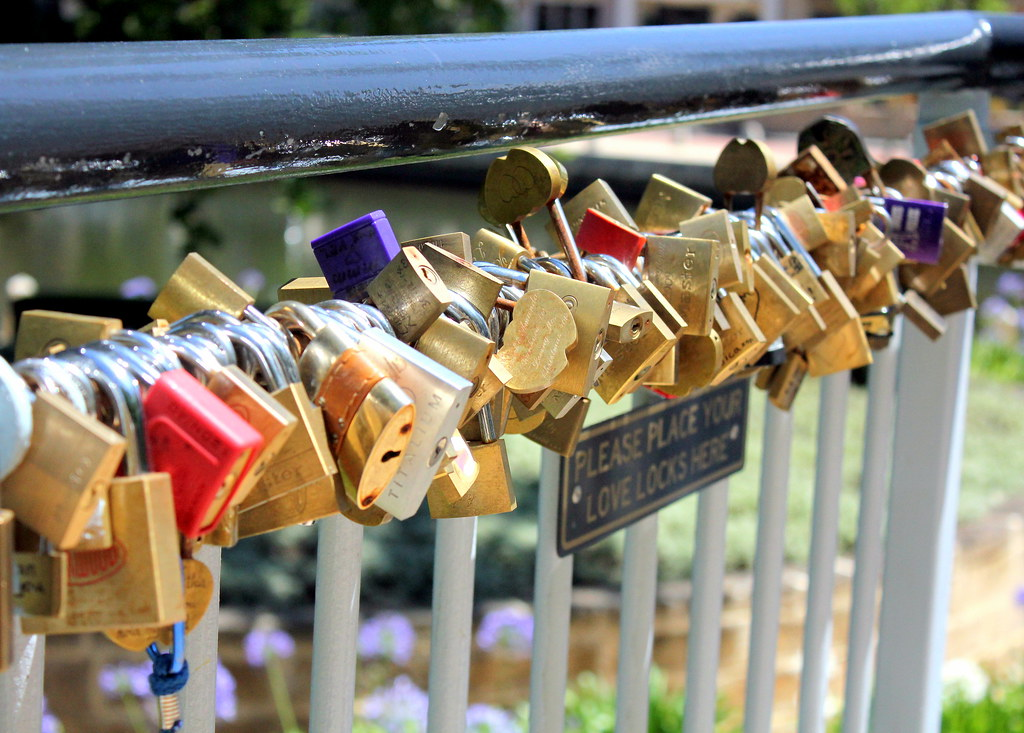 victoria-gardens-love-locks