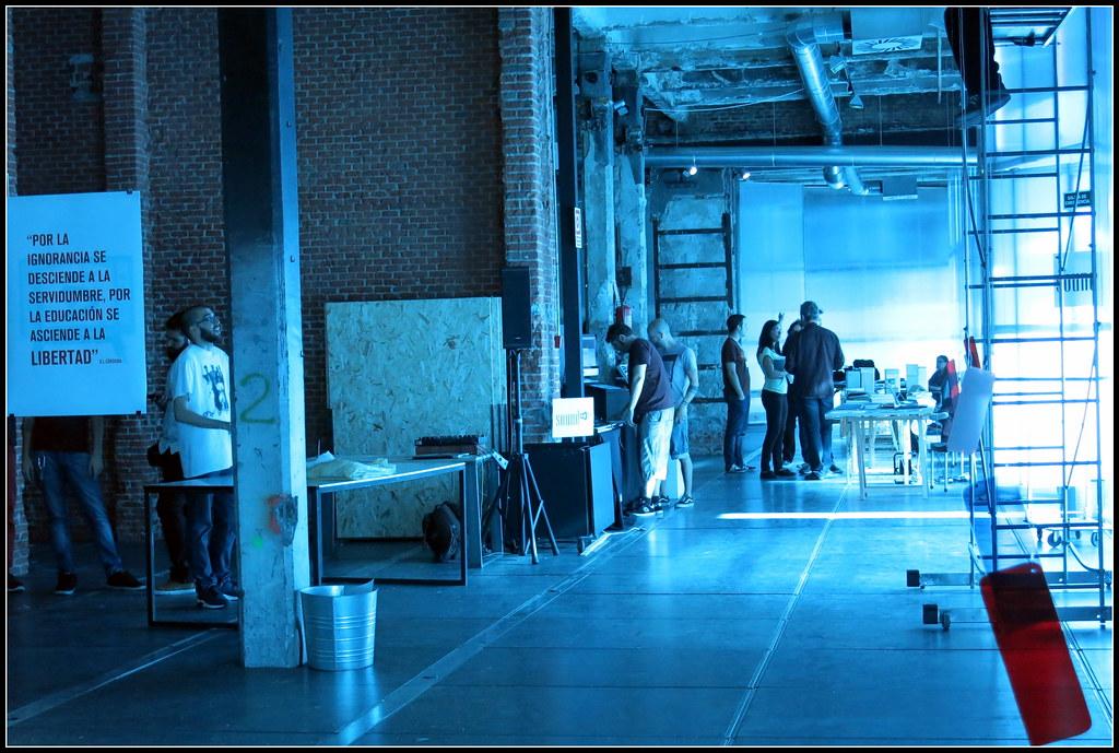 momentos previos a la inauguración de una exposición en El Matadero de Madrid