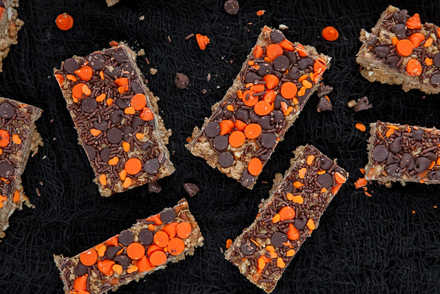Halloween Decorated Peanut Butter Chocolate Chip Pretzel Granola Bars!  These are great for snacks, breakfast and Halloween parties! Use black and orange chocolate chip morsels to make them festive looking!