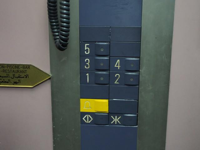 今日旅館-老舊的電梯