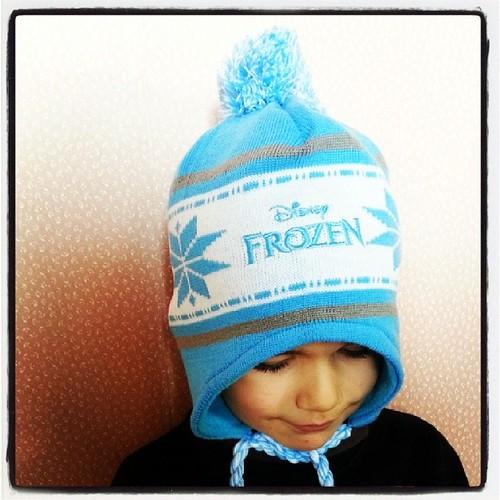 ☆ trop beau le bonnet la reine des neiges ☆ #frozen #lareinedesneiges #disney #ourlittlefamily #france
