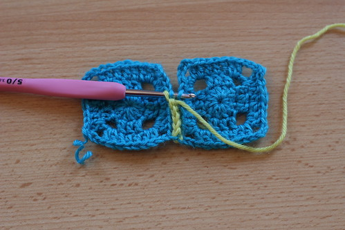 Comment assembler des carrés au crochet à plat