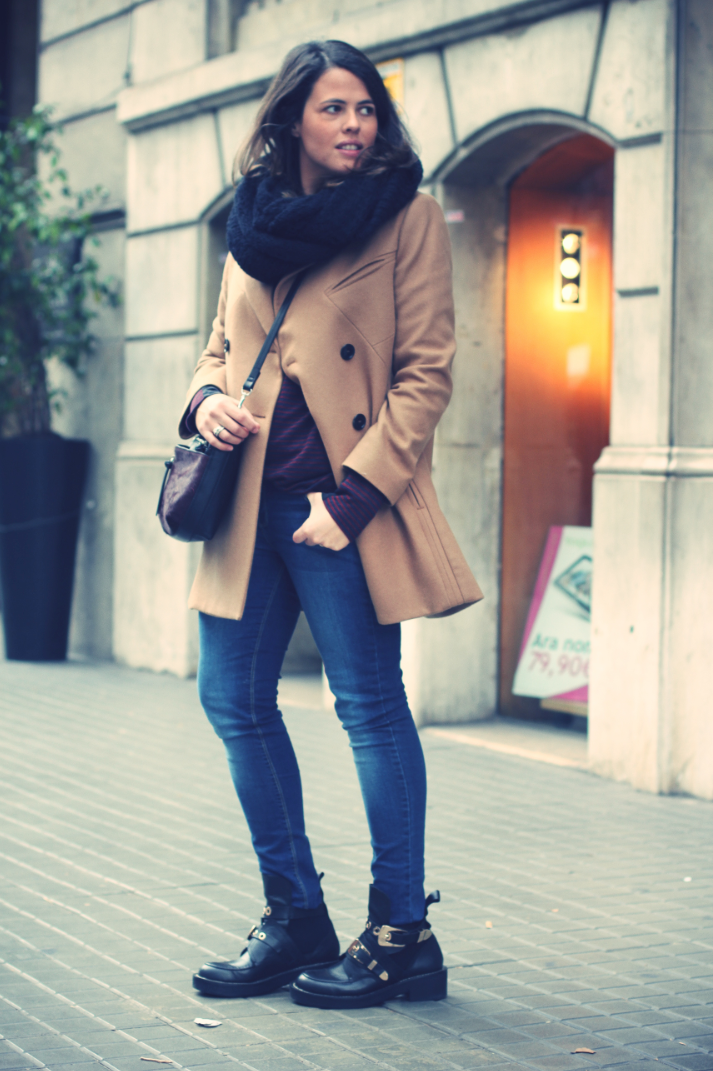 Look camel coat + cut out boots