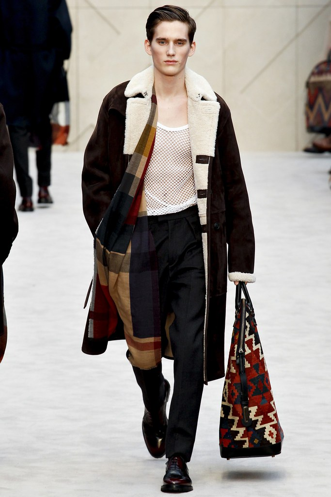 FW14 London Burberry Prorsum011_Sebastian Brice(VOGUE)