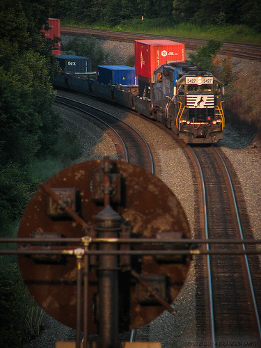 railroad sunset train evening pennsylvania traintracks signal helpers norfolksouthern pushers cresson intermodal colorpositionlight nspittsburghline helperset