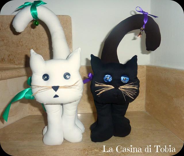 Gatto fermalibri bianco e nero