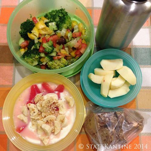 Stattkantine 10.02.14 - Brokkoli-Salat, Joghurt, Apfel