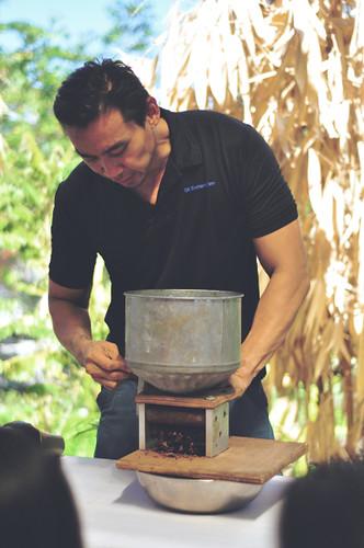 philo-chua-theo-and-philo-artisan-chocolates-making-demo-gawad-kalinga-enchanted-farm