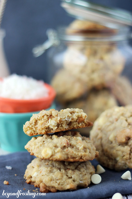 Coconut Cashew Oatmeal Cookies | beyondfrosting.com