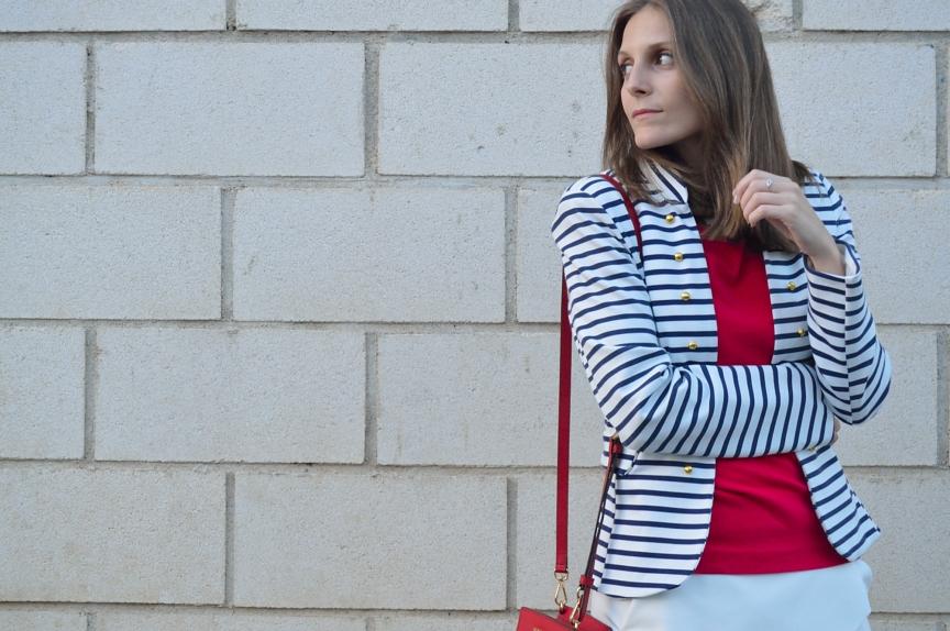 lara-vazquez-madlula-blog-style-fashion-stripes-blue-white-red-look-navy