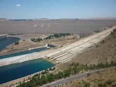 sea(0.0), dam(1.0), highway(1.0), levee(1.0), reservoir(1.0), aerial photography(1.0), infrastructure(1.0),